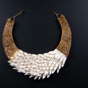 Colier Alb cu varfuri aurii-bijuterie-raluca-buzura